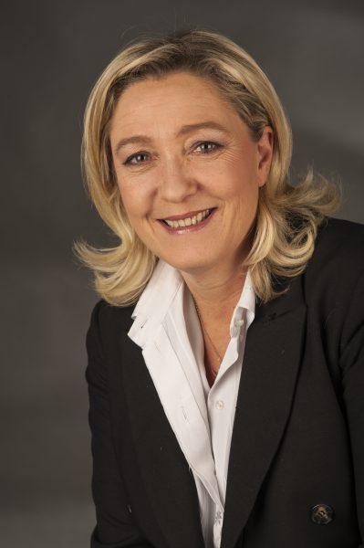 Le Pen wil af van dubbel paspoort