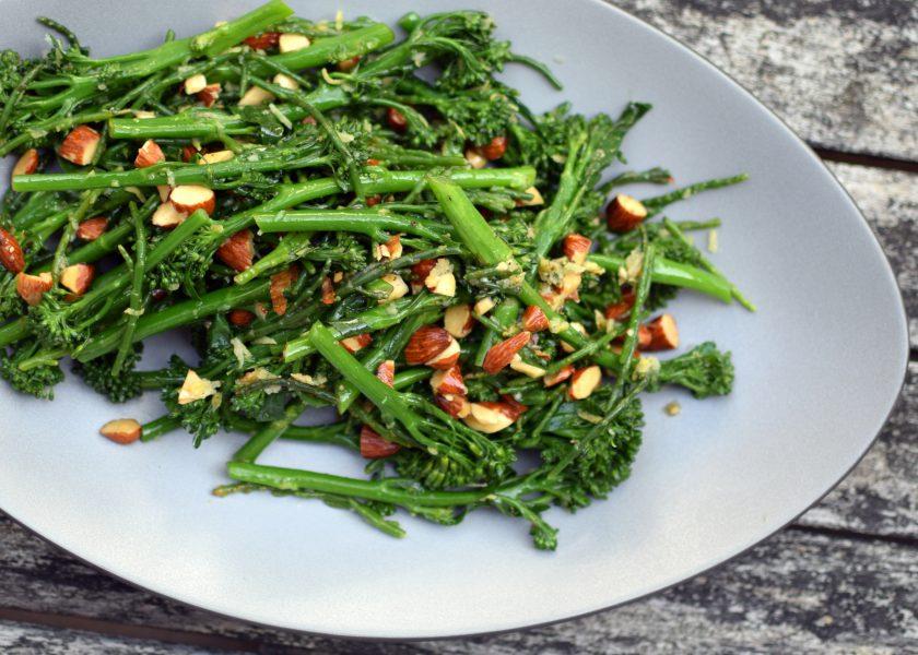 Kanen met Krant: Salade van bimi, zeekraal en amandelen
