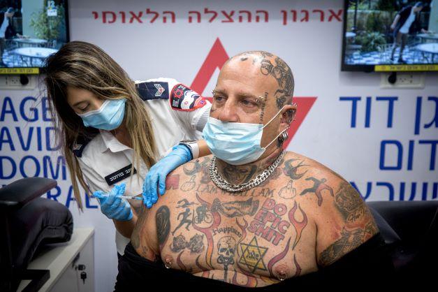 Israël zet alles op derde prik